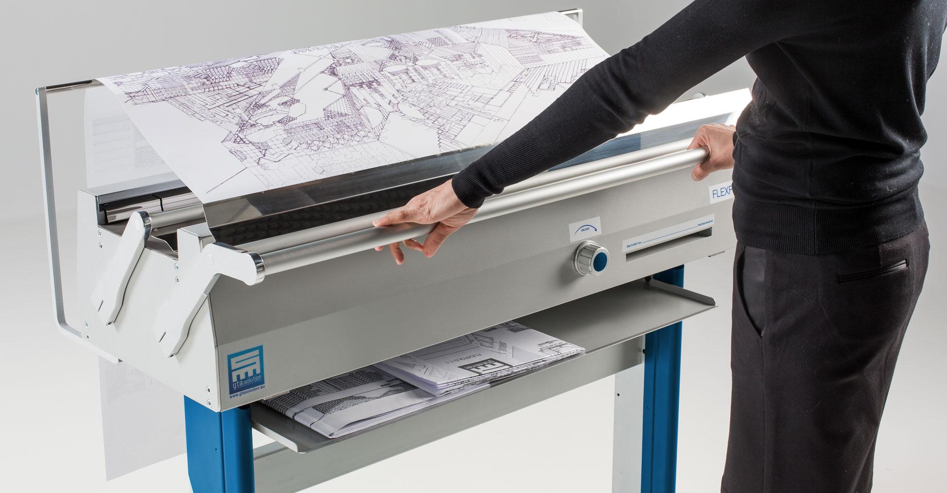 piegatrice, folding machine, piegafogli, ufficio, carta, plotter, disegni, Jesi, Ancona, Marche, ergonomia, A4, piega, fogli, patent, pending,